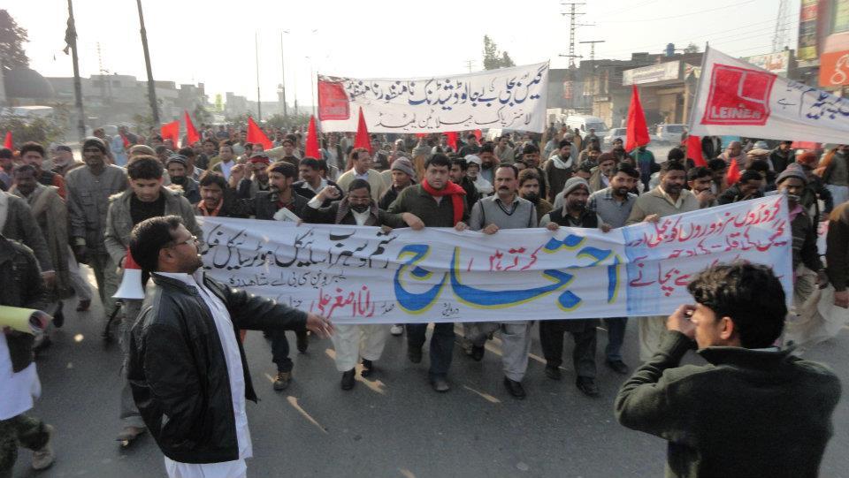 مزدور تحریک کا نیا آغاز! لاہور میں گیس اور بجلی کی لوڈ شیڈنگ کے خلاف ہزاروں صنعتی مزدوروں کا شاہدرہ موڑ پر احتجاج