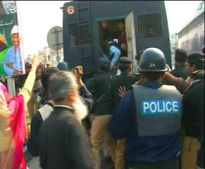 ویڈیو: پنجاب پولیس زبردستی ہسپتال ایمرجنسی بند کروا رہی ہے