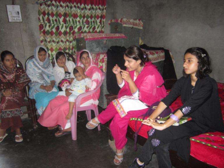 گوجرانوالہ: خواتین کے مسائل پر کارنر میٹنگ