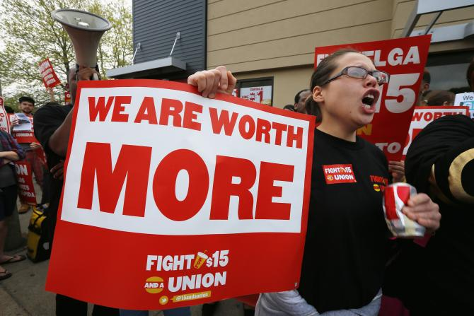 معاشی بحران اور کم سے کم اجرت کی لڑائی