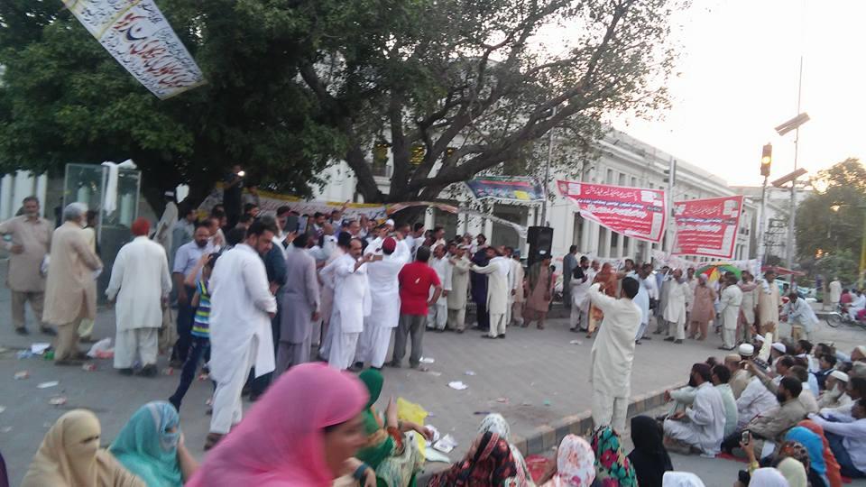 لاہور: ایک بار پھر ''مذاکرات'' کے بعد اساتذہ کا دھرنا ختم