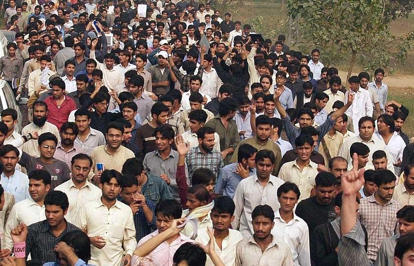 قصور: تنخواہوں کی عدم ادائیگی کے خلاف محنت کشوں کا احتجاج جاری