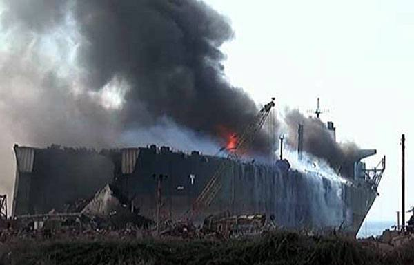 گڈانی شپ بریکنگ یارڈ میں دھماکہ، کم از کم 16 محنت کش ہلاک، درجنوں شدید زخمی
