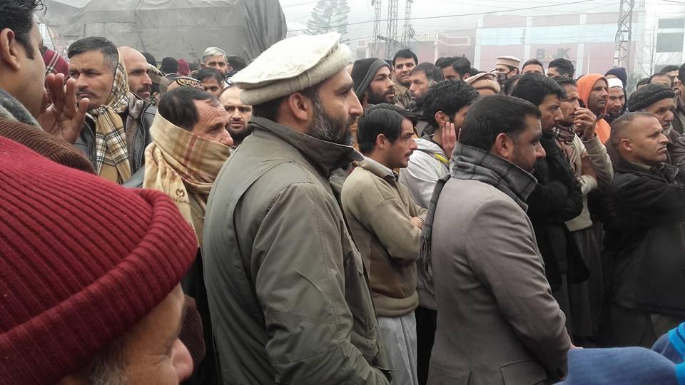 مظفرآباد: محکمہ صحت، محکمہ تعلیم اور محکمہ اوقاف کے محنت کشوں کا احتجاج جاری