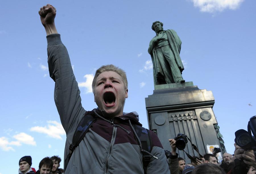 روس: بغاوت کی چنگاریاں