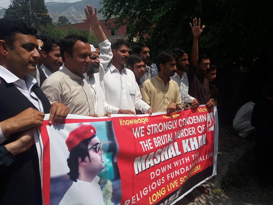 مظفرآباد: مشال خان کے قتل کے خلاف احتجاج، مظاہرین پر پولیس کا تشدد