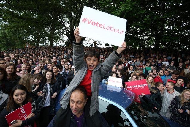 برطانوی انتخابات: لیبر پارٹی کی تاریخی واپسی