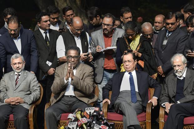 ہندوستان: انصاف کے مندر میں دراڑیں